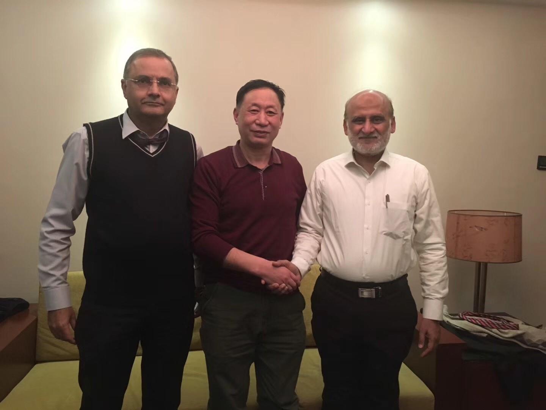 公司专业总师(黄总)与巴基斯坦相关技术人员合影